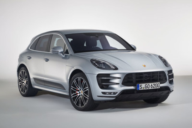 Porsche Macan Turbo avec ensemble Performance 2017. (Groupe CNW/Automobiles Porsche Canada)
