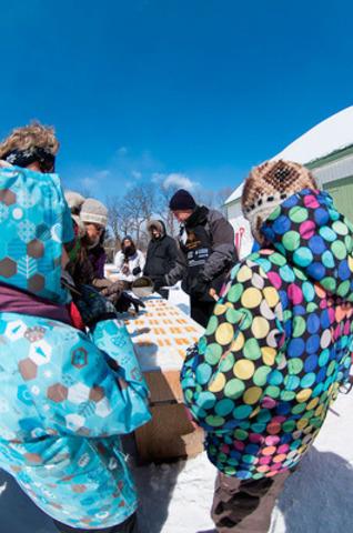 La Cabane à sucre du parc est une occasion de participer à la collecte de fonds au profit de la Fondation de l'école St-Michel dont l'institution admet, en plus des enfants du quartier, une quarantaine d'enfants autistes des régions de Québec et de la Chaudière-Appalaches. ©Guy Langevin (Groupe CNW/Commission de la capitale nationale du Québec (CCNQ))