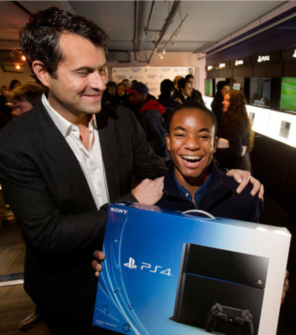 Erin Harewood of Toronto is congratulated by Sony Computer Entertainment Canada Vice President and General Manager Stephen Turvey for being the first person in Canada to buy a PlayStation 4. (CNW Group/Sony Computer Entertainment Inc.)