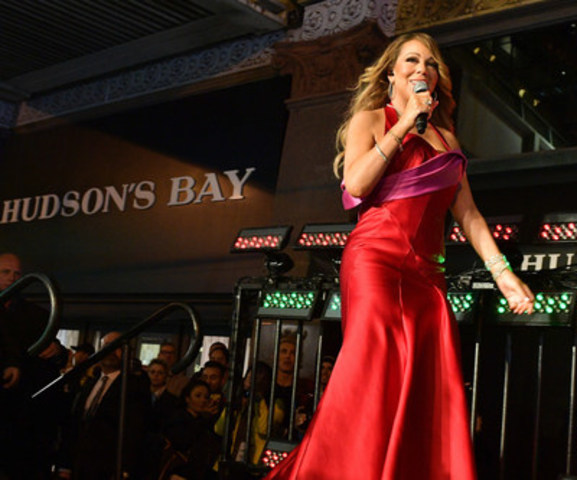 Mariah Carey at the Hudson's Bay and Saks Fifth Avenue Holiday Window Unveiling Presented by Mastercard (CNW Group/Hudson's Bay)