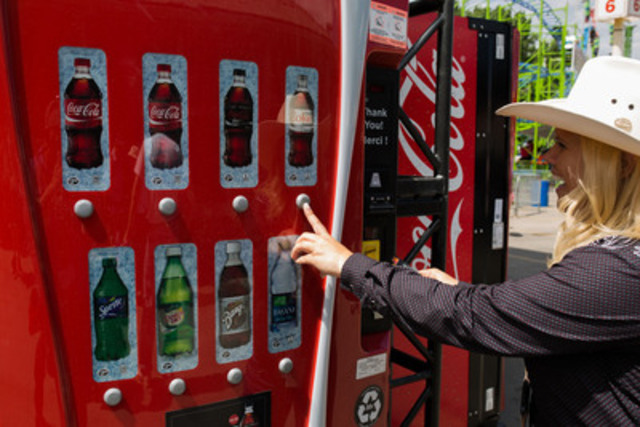 A thirsty Calgary Stampede attendee wrangles up a Diet Coke using Interac Flash™ Contactless Debit technology. Coca-Cola Canada is the first beverage company to offer this unattended payment solution and will be rolling out the technology on approximately 4,000 vending machines across Canada by the end of July. (CNW Group/Coca-Cola Canada)