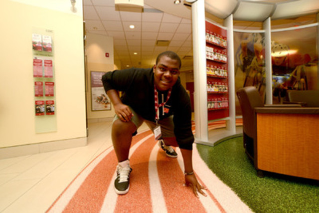 Hamilton's Denzel Innis celebrates his 2013 CIBC Youthvision Scholarship as one of this year's inagural Athlete Award winners. (CNW Group/CIBC)
