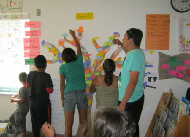 Brad and campers working on the Peace Tree (CNW Group/Frontier College)