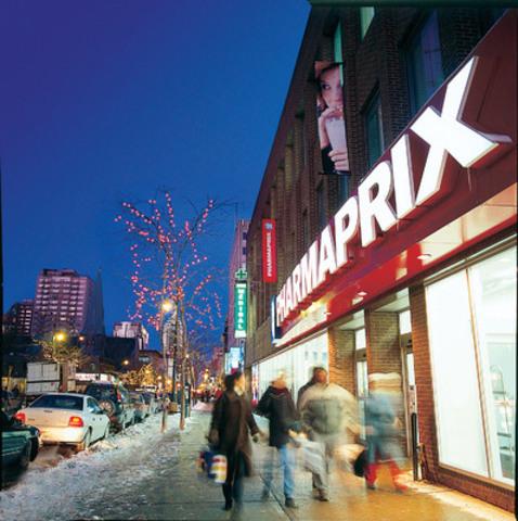 Shoppers Drug Mart/Pharmaprix, qui compte 1 240 magasins au Canada, est l'endroit idéal pour se procurer un cadeau de Saint-Valentin, même à la dernière minute. Parmi les nombreuses idées-cadeaux : des parfums, des coffrets beauté, des bonbons et des chocolats ainsi qu'une grande sélection de cartes-cadeaux de magasins de détail et de restaurants. (Groupe CNW/Corporation Shoppers Drug Mart)