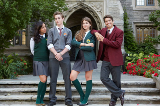 Cutline (from right to left): Kiana Madeira, Callan Potter, Hannah Vandenbygaart and Jonny Gray in Bruno & Boots: Go Jump in the Pool! Photo Credit: Sophie Giraud (CNW Group/YTV Canada Inc.)