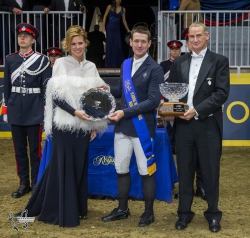 McLain Ward of the United States was presented with the Leading International Rider Award by Claire Salisbury and Royal Horse Show Chair Iain Gilmour. Photo by Ben Radvanyi Photography (CNW Group/Royal Agricultural Winter Fair)