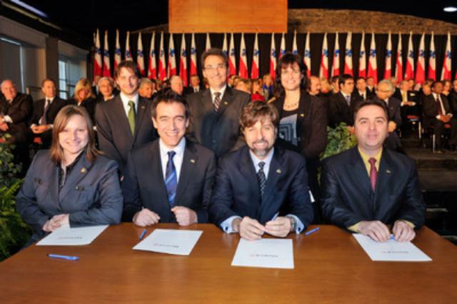 Les élus du Plateau-Mont-Royal lors de leur assermentation, le 12 novembre 2009. De gauche à droite : (arrière) Carl Boileau, Richard Bergeron, Josée Duplessis, (avant) Piper Huggins, Alex Norris, Luc Ferrandez et Richard Ryan. (Groupe CNW/VILLE DE MONTREAL - ARRONDISSEMENT DU PLATEAU MONT-ROYAL)