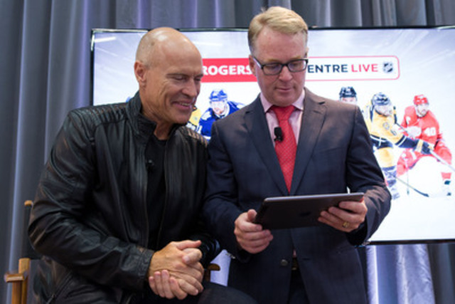 Keith Pelley, Président de Rogers Média, et l'Ambassadeur de Rogers pour la LNH, Mark Messier, dévoilent GameCentre LIVE(MC) de la LNH(MD) par Rogers(MC), destination en ligne améliorée vers laquelle les Canadiens peuvent se tourner pour regarder en direct et en continu des matchs de la LNH. (Groupe CNW/Rogers Communications Inc. - Français)