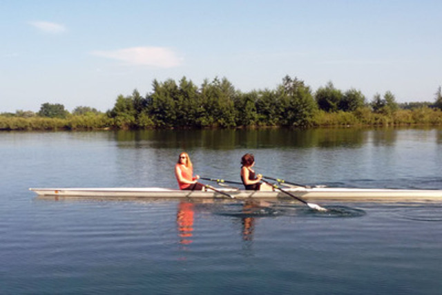 Groundbreaking Transgender Athletes, Enza Anderson and Savannah Burton, training for upcoming participation in historic Ottawa rowing marathon (CNW Group/TRANS-ITION IN SPORTS)