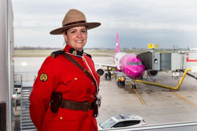 WOW air, la compagnie aérienne islandaise à très bas prix est atterrie au Canada pour la première fois le 4 mai. Les passagers qui sont arrivés à Montréal ont reçu un accueil chaleureux et typiquement canadien. (Groupe CNW/WOW air)