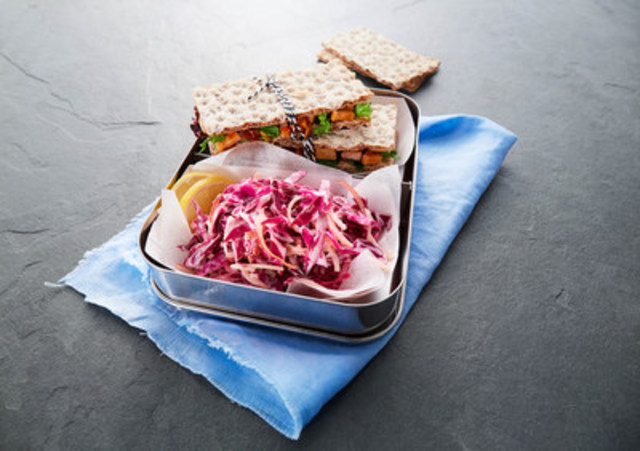 FOR LUNCH: Easy Coleslaw (CNW Group/Walmart Canada)