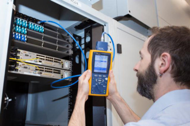 Specially trained Bell Aliant ICT professionals monitor network connectivity. Almost 70 kilometers of data cable and fibre will run throughout the data centre leveraging Bell Aliant's nextgen fibre network. (CNW Group/Bell Aliant Inc.)