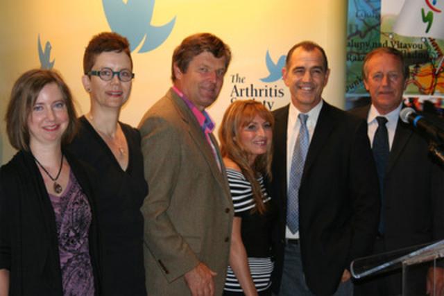 De gauche à droite : Natalie Beloin, Ann Cowan, Marian Stastny, Céline Lafond, Deano Clavet et Jean Perron. (Groupe CNW/LA SOCIETE DE L'ARTHRITE, DIVISION DU QUEBEC)
