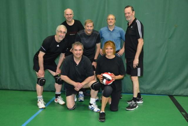 Jeux FADOQ Île de Montréal, équipe de volley-ball 2015 (Groupe CNW/FADOQ - Région Île de Montréal)