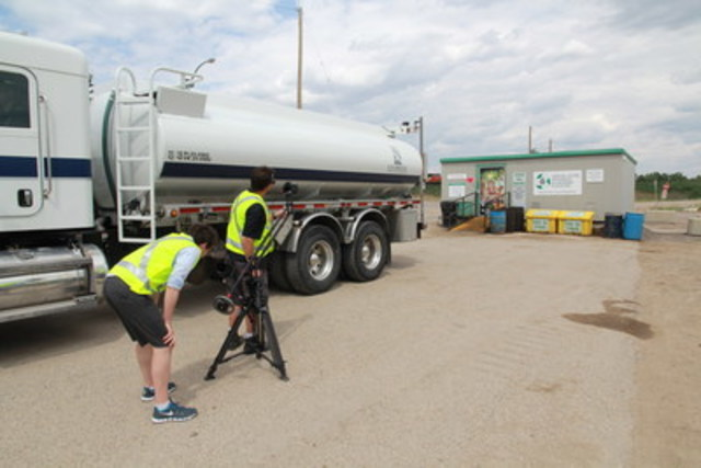 For on-site pick-up, large volume generators have access to over 40 registered collectors in Saskatchewan. This photo of a collector at Saskatoon's EcoCentre is part of a video currently in production highlighting the historic and current development of Canada's successful industry-led stewardship program. (CNW Group/Saskatchewan Association for Resource Recovery Corp. (SARRC))