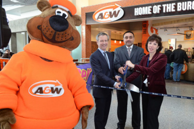 Celebrating the opening of A&W Canada's 750th restaurant, today, in domestic Terminal 1 at Toronto Pearson International Airport is Paul Hollands, President and CEO of A&W Food Services of Canada, Upinder Dhanoa (middle), A&W Franchisee, Pamela Griffith-Jones, Chief Marketing and Commercial Officer at Toronto Pearson International Airport, and the Great A&W Root Bear™. (CNW Group/A&W Food Services of Canada Inc.)