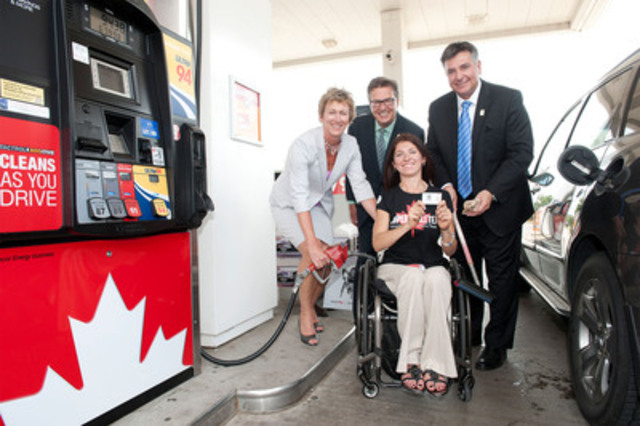 Getting pumped are Deborah Gullaher, VP Marketing, Suncor Energy; Henry Storgaard, CEO of the Canadian Paralympic Committee; and Hon. Charles Sousa, MPP, Minister Responsible for the 2015 Pan and Parapan American Games. Front: Paralympian Michelle Stilwell. (CNW Group/CANADIAN PARALYMPIC COMMITTEE (CPC))