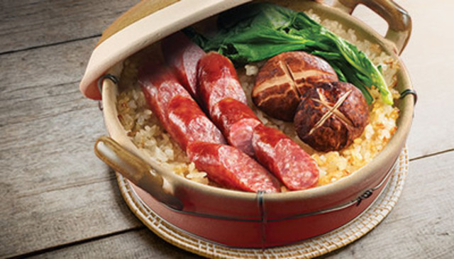 Claypot Chicken and Sausage Dinner (CNW Group/Maple Leaf Foods Inc.)
