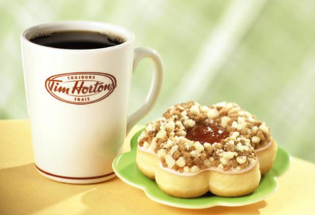 Le nouveau beigne croustade aux pommes de Tim Hortons, inspiré de l'émission Donut Showdown de la chaîne Food Network Canada, est le plus récent ajout au menu de beignes de la compagnie. (Groupe CNW/Tim Hortons)