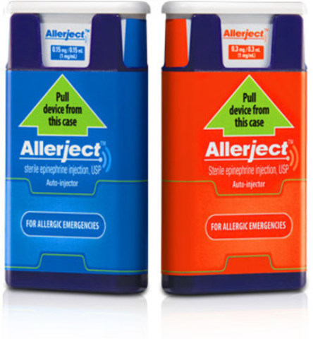 Front label of the two affected products. The 0.15 mg/0.15 mL product is in blue labelling and the 0.3/0.3 mL product is in red labelling (CNW Group/Health Canada)