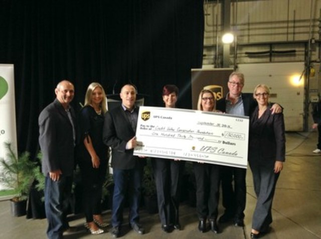 UPS Canada presents a cheque of $130,000 to Credit Valley Conservation Foundation (CNW Group/UPS Canada Ltd.)