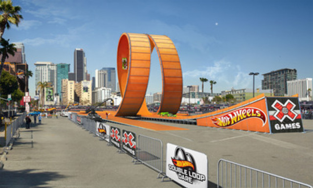 On June 30th, at the X Games Los Angeles 2012, two drivers from Team Hot WheelsTM strive for a new world record racing through the six-story vertical loop of the Hot Wheels Double Loop Dare (CNW Group/Hot Wheels)