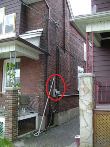 ESA reminds Ontarians to visually check their home's connection to the electrical grid. Call a Licensed Electrical Contractor to assess damage to stand pipe/mast as repairs must be done before power can be restored. (CNW Group/Electrical Safety Authority)
