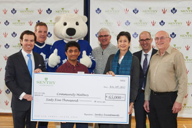Representatives of Sentry Investments and Maple Leaf Sports & Entertainment present Community Matters with a cheque investing in the St. James Town community. (CNW Group/Maple Leaf Sports & Entertainment Ltd.)