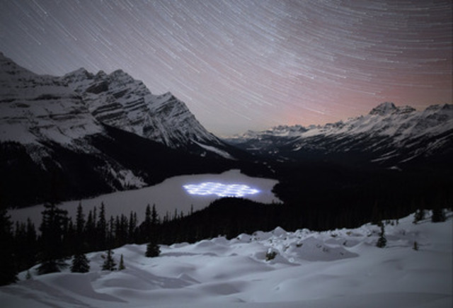 Simon Beck's #ProjectSnow art series in Banff National Park included a beautiful snowflake which he composed on the majestic Peyto Lake. Beck then continued to create a howling wolf at Lake Louise Ski Resort as well as a detailed maple leaf drawing at Sunshine Village Ski amp; Snowboard Resort. (CNW Group/Banff Lake Louise Tourism)