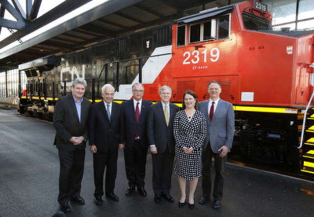 CN Executives with Government officials pose in front of a CN locomotive in Ottawa, Friday, December 11, 2015, as CN pledges $5 million to assist Syrian Refugees resettle in Canada.  Minister McCallum challenges other businesses to rise to the occasion.  From left to right: John Fraser, MPP for Ottawa-South; the Honourable John McCallum, Minister of Immigration, Refugees and Citizenship; Robert Pace, chairman of the board of directors of CN; Luc Jobin, executive vice-president and chief financial officer of CN; the Honourable Jane Philpott, Minister of Health; and David McGuinty, MP for Ottawa-South. (Photo credit: The Canadian Press Images PHOTO/CN) (CNW Group/CN)