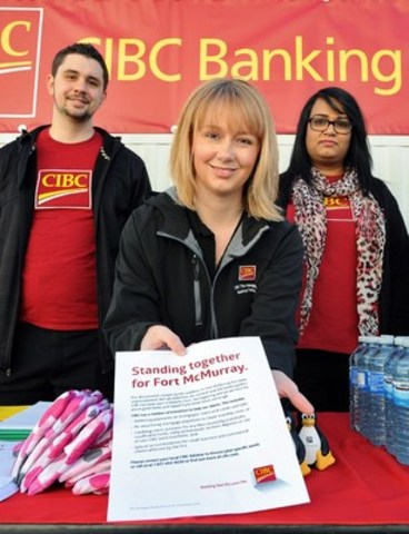 CIBC employees ready to help Fort McMurray evacuees outside the temporary banking centre at Northlands Coliseum. (CNW Group/Canadian Imperial Bank of Commerce)