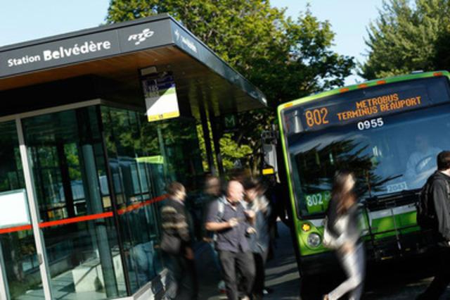 Réseau de transport de la Capitale Enters into Major Business Agreement With Astral Out of Home (CNW Group/Bell Media)