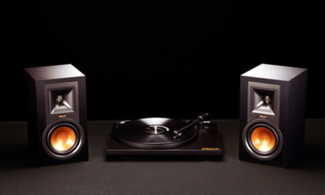 """The Klipsch Music Crate™ features a Klipsch by Pro-Ject turntable with Ortofon cartridge and Klipsch's latest R-15PM Powered Monitors for clean, natural listening experience that is easy to setup."""" (CNW Group/Klipsch Audio Canada)"""