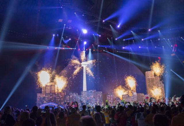 Les Jeux panaméricains de 2015 à Toronto se sont terminés par une cérémonie de clôture exhilarante et inoubliable qui a mis en vedette les chansons et les styles de danse des diverses cultures de Toronto, de la région du Grand Golden Horseshoe et des 41 pays et territoires des Amériques. (Groupe CNW/Jeux pan/parapanaméricains de Toronto 2015)