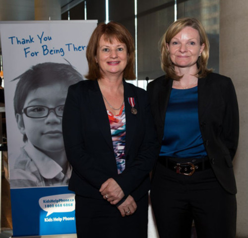 (l to r) Sharon Wood, President and CEO, having received the Queen Elizabeth II Diamond Jubilee Medal from Deb Craven - Senior Vice President and Chief Financial Officer of Purolator, and Kids Help Phone Board Chair - recognizing her remarkable commitment to the mental health and well-being of children and youth in Canada. (CNW Group/Kids Help Phone)