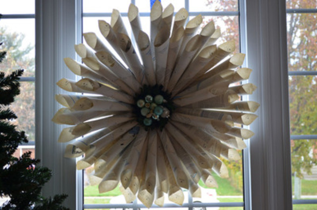 On the second day of Christmas my true love gave to me: a wreath made from an old book. Instead of tossing that old book out, give it a new festive life. In addition to all the compliments you'll get, you'll feel good about greening your holidays. torontohydro.com/holidays (CNW Group/Toronto Hydro Corporation)