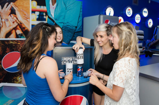 Lights administers the Pepsi Taste Challenge® to lucky fans at the launch of the new Live For Now™, Pepsi Pop-Up space on Queen Street West, Toronto (CNW Group/PEPSICO CANADA)