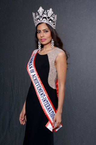 Farah Mahmood Crowned Woman of Achievement International in Los Angeles (CNW Group/Farah Mahmood)