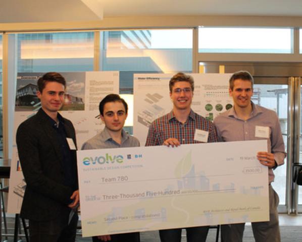Deuxième équipe - 3 500 $ : Gandhi Habash, Daniel Chapotchkine, Peter Fisher, Alec Rancourt. Université d'Ottawa / Université Carleton (Groupe CNW/RBC (French))