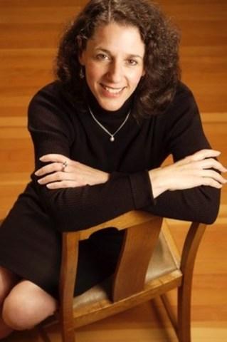 Deborah Folka, ARP, FSCRP (Groupe CNW/Société canadienne des relations publiques)