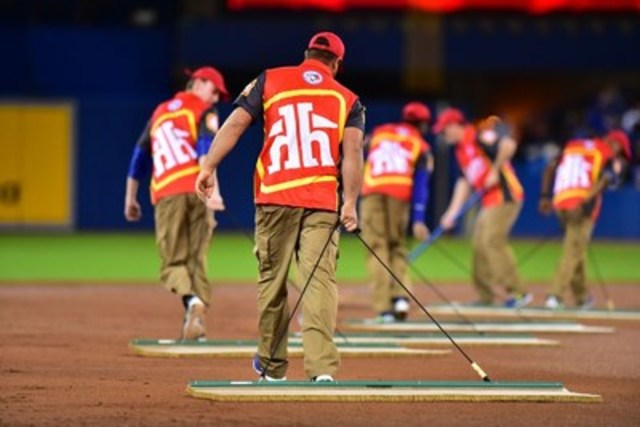 Home Hardware Debuts the Ultimate Clean-Up Crew at Blue Jays(TM)™' 40th Season Home Opener (CNW Group/Home Hardware Stores Limited)