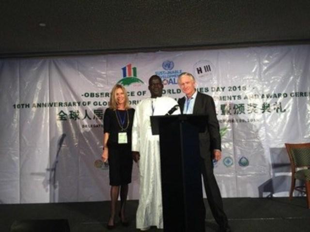 Nancy Burke, Pape Songha Diof - Mayor of Nguekokh, Ian Telfer (CNW Group/The West Africa Green Energy Group)