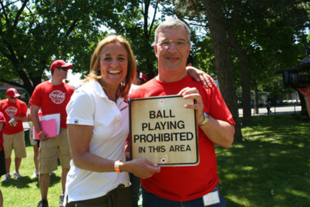 """""""Time to take back the park! Thanks to Coca-Cola Canada Ltd. and ParticipACTION volunteers, local kids can NOW play ball in downtown Toronto's Moss Park!"""" Left to right. Kelly Murumets, President and CEO of ParticipACTION. Nicola Kettlitz, President of Coca-Cola Canada Ltd. (CNW Group/Coca-Cola)"""