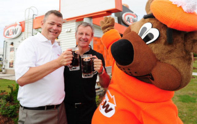 Yves Savoie, President, Multiple Sclerosis Society of Canada and Paul Hollands, Chair and Chief Executive Officer, A&W Food Services of Canada Inc. (CNW Group/A&W Food Services of Canada Inc.)