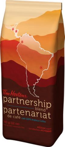 L'exceptionnel partenariat de café de Tim Hortons marque un pas considérable en matière de production de café durable avec son tout premier mélange de café du partenariat produit à 100 % par des caféiculteurs participant au programme. (Groupe CNW/Tim Hortons Inc.)