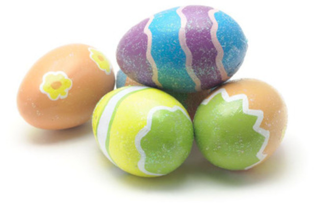 Suivez ces étapes faciles pour créer votre superbe œuf de Pâques. (http://www.eggs.ca/cooking-with-eggs/eggdecorating) (Groupe CNW/Producteurs d'oeufs du Canada)