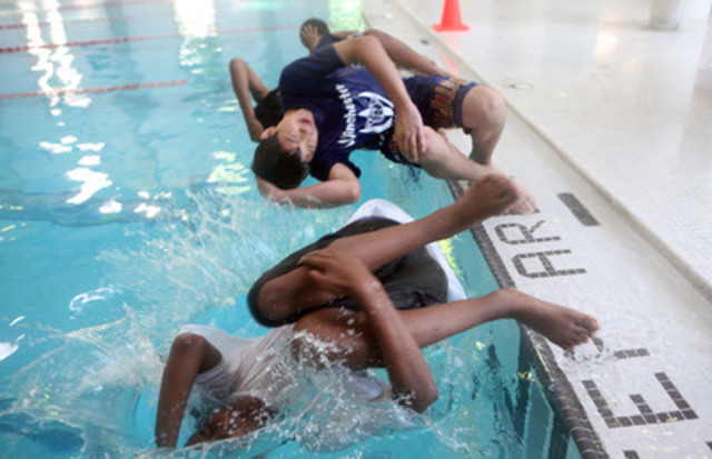 Grade 7 students from Winchester Public School learn how to roll, tread and swim in water with their clothes on as part of the Lifesaving Society's new Swim to Survive+ program. (CNW Group/Lifesaving Society)