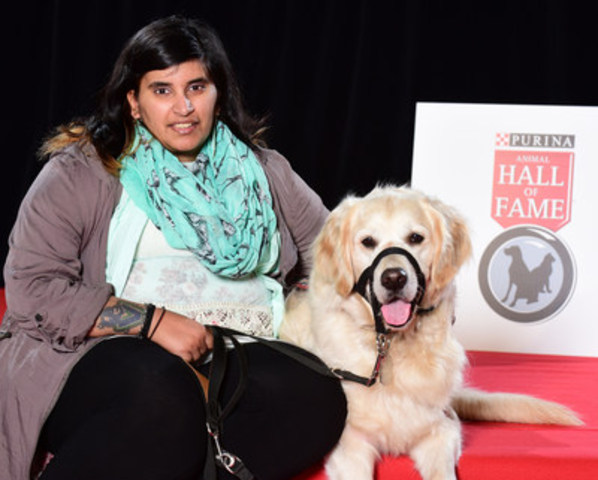 Kayla Aolick and her seizure-response dog, Shadow, were the inaugural recipients of the Better Together Award, presented for the first time at the 2016 Purina Animal Hall of Fame. (CNW Group/Nestle Purina PetCare)