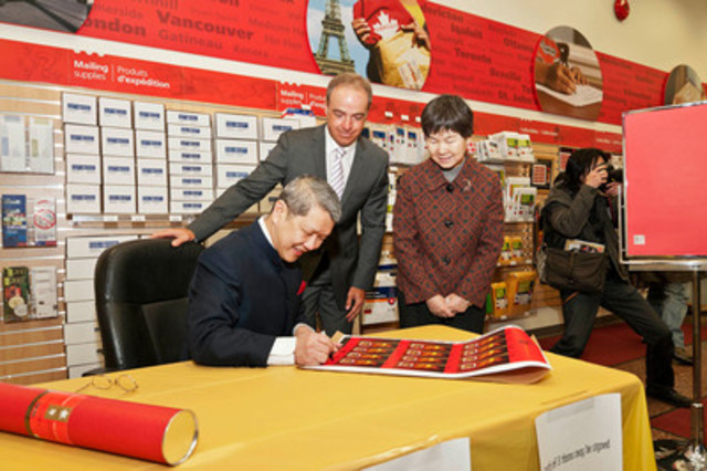 Today, an event was held at the Vancouver Canada Post Main Post Office to unveil the Year of the Dragon stamps and collectibles. Left to right James Tan, calligrapher, Greg Kabatoff, Director, Retail, Canada Post and (Madam) Liu Fei, Consul General of the People's Republic of China (in Vancouver). (CNW Group/Canada Post)