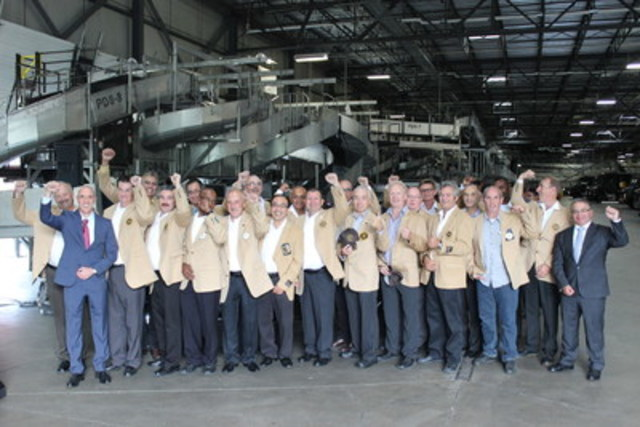 On September 14, UPS Canada hosted a Circle of Honor ceremony.  The ceremony celebrates the drivers who have achieved 25 years of safe driving.  A total of 28 drivers were inducted in the elite circle raising the number to 132. UPS's 102,000 drivers worldwide are among the safest on the roads, logging more than 3 billion miles per year and delivering more than 4 billion packages safely. In this photo: UPS Canada president, Christoph Atz (left) and MP of Vaughan Woodbridge, Francesco Sorbara with the Circle of Honor inductees in Ontario. (CNW Group/UPS Canada Ltd.)